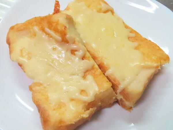 フレンチトースト ピザ用チーズのせ